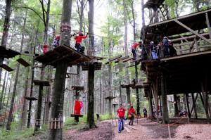 Menschen im Kletterwlad Tannenbuehl