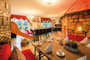 Speisesaal mit Märchendekoration